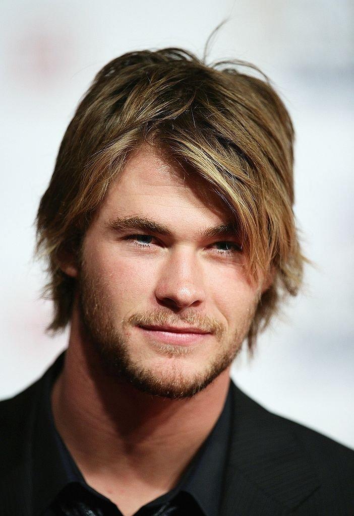 Un homme avec une chevelure bien entretenue. | source : Getty Images