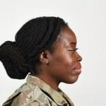L'armée renouvelle la politique d'hygiène personnelle, autorisera les tresses et les dreadlocks