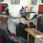 Morgane lance un atelier de coiffure itinérant