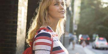 Coiffure avec frange : comment adopter la frange rideau ce printemps selon Pinterest ?