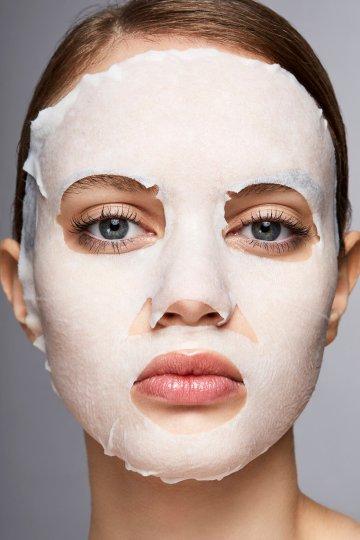 Les masques à feuilles sèches sont-ils meilleurs que les masques humides classiques?  Les experts disent |  Martha Stewart