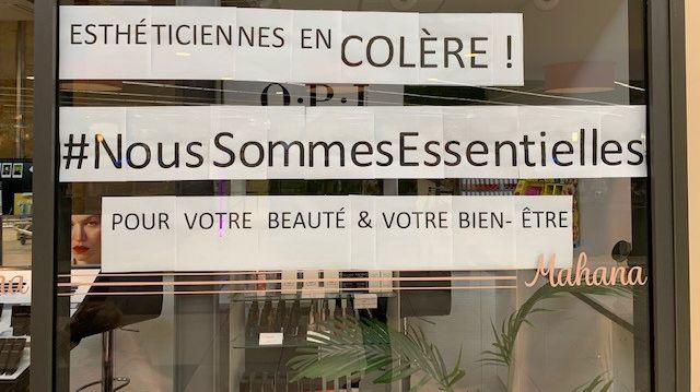 La vitrine d'un institut de beauté dans un centre commercial de Joué-les-Tours