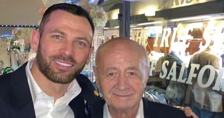 Ebene Magazine – Le footballeur Phil Bardsley a le cœur brisé à la mort de son grand-père Allan