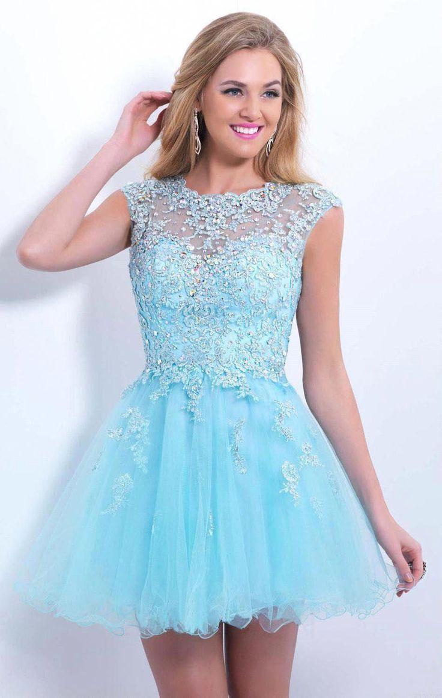 Garota em um vestido azul
