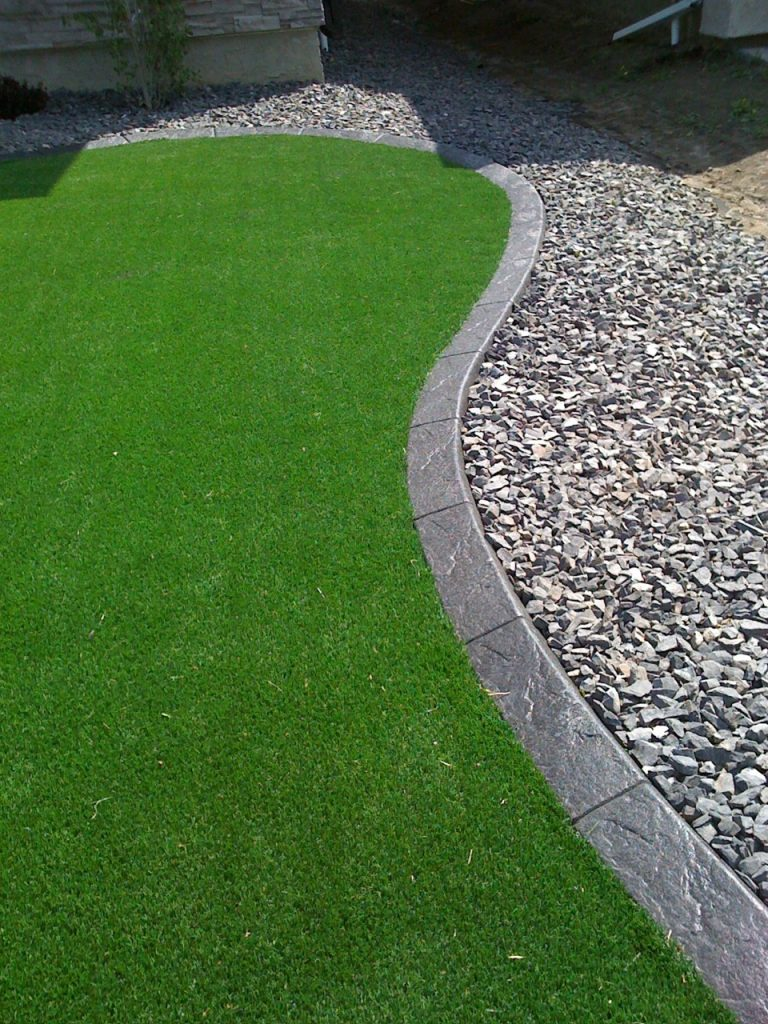 artificial turf come to edge of curb