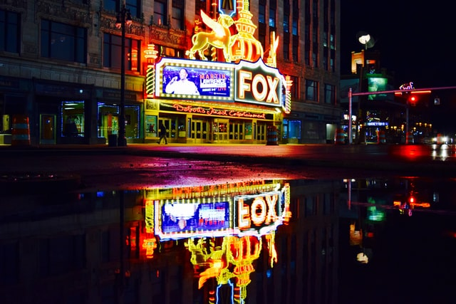 Mejor zona para turismo y vida nocturna en Detroit - Entertainment District y Downtown Detroit