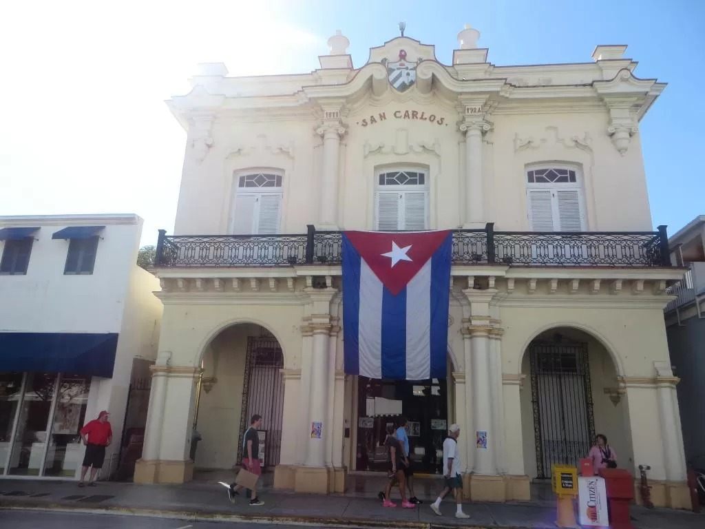 Duval Street is a great area to stay in Downtown Cayo Hueso