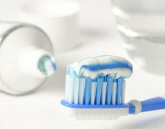 zaehneputzen gegen Mundgeruch