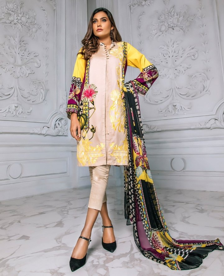 House Of Ittehad Julia Emb Lawn 2019
