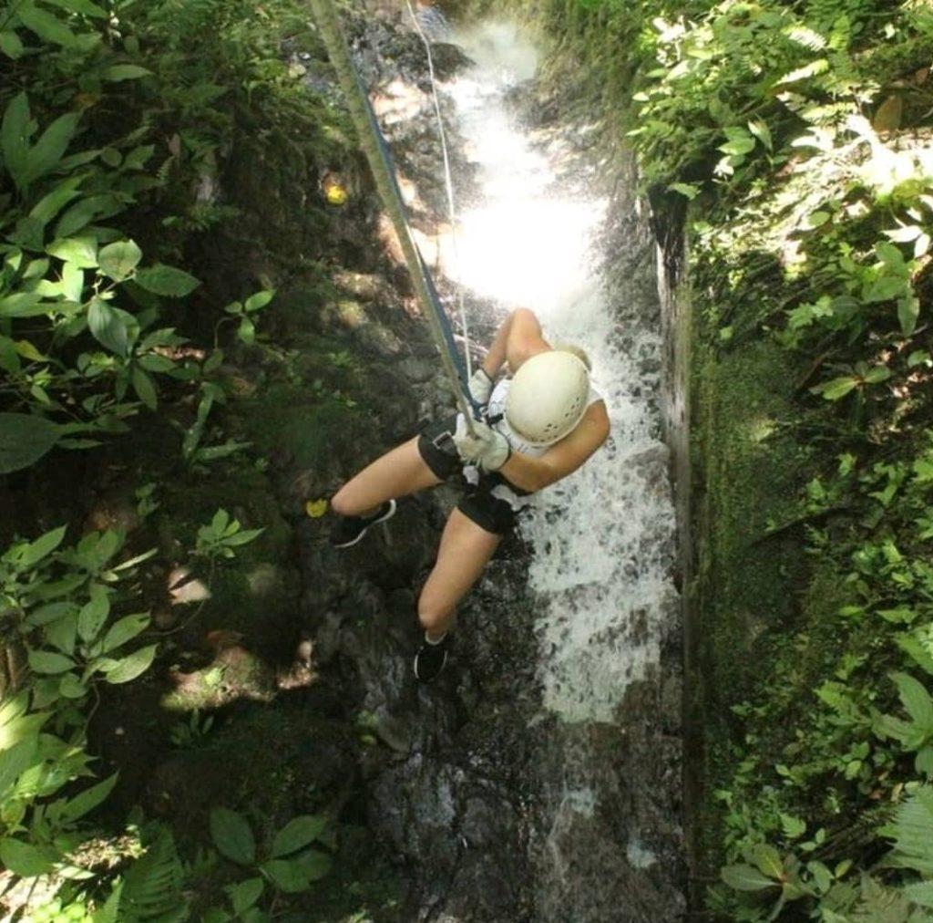 vrouw alleen reizen Costa Rica