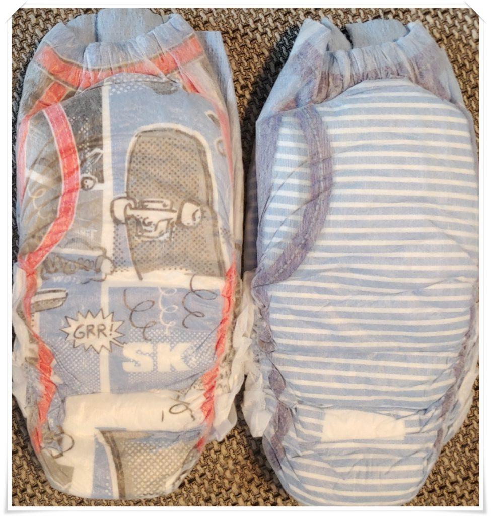 Zwei DryNites Pyjama pants für Jungen frisch aus der Verpackung von vorn