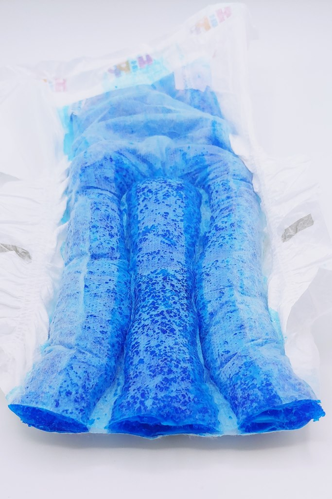 Blau eingefärbte Kanäle ohne Trockenlage