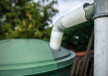 How to keep mosquitoes out of rain barrels