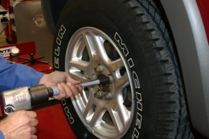 Cordless drill for tire change