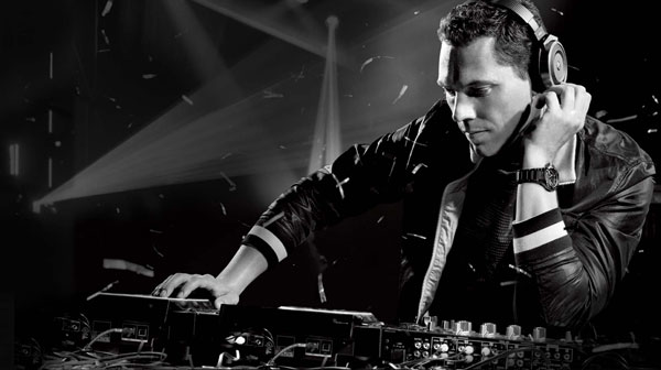 dj tiesto in action