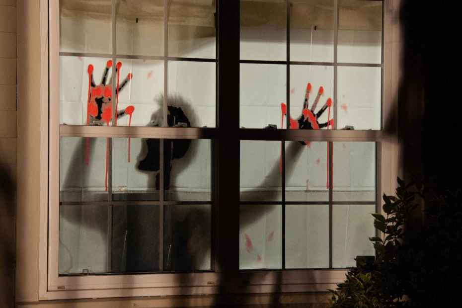 How Do You Set Up A Halloween Window Projection?