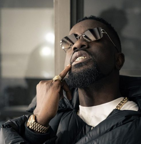 It's Only Poor Men Who Are Found In The Kitchen Helping Out Their Women – Sarkodie