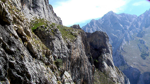 descending 1200m of this cliff