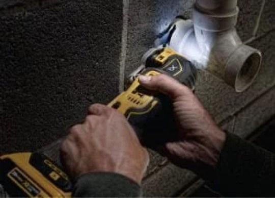 dewalt-dcs355d1-cordless-brushless-multi-tool-in-action
