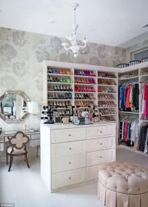 Amazing Closet Room Design Ideas For The Beauty Of Your Storage26