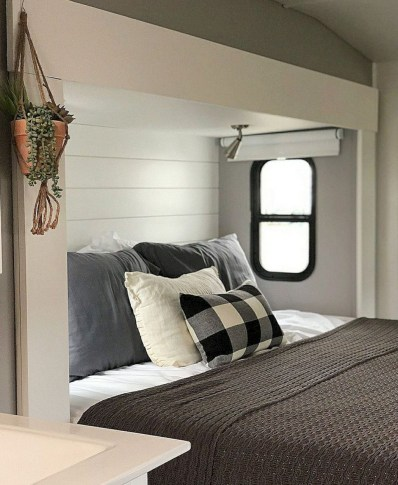 Gorgeous Rv Living Decoration For A Cozy Camping Ideas30
