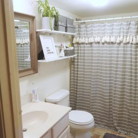 How To Decorate Your Small Bathroom Become More Comfortable And Beautiful27