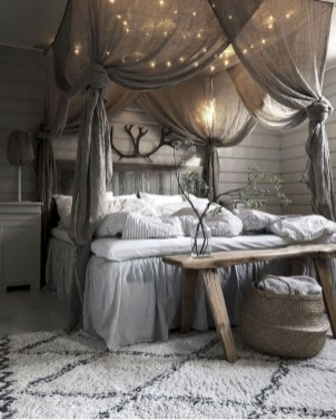Amazing Winter Bedroom Decorating Ideas For Your Comfortable Sleep06