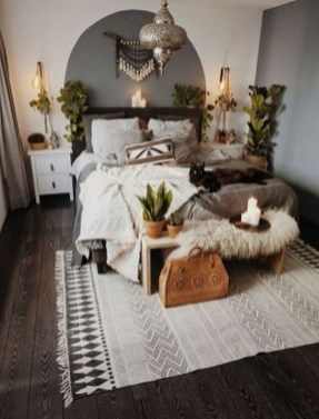 Amazing Winter Bedroom Decorating Ideas For Your Comfortable Sleep09