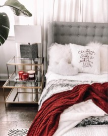 Amazing Winter Bedroom Decorating Ideas For Your Comfortable Sleep11