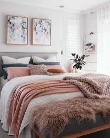 Amazing Winter Bedroom Decorating Ideas For Your Comfortable Sleep30