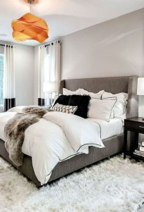 Amazing Winter Bedroom Decorating Ideas For Your Comfortable Sleep33