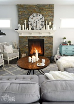 Attractive Winter Living Room Decoration Ideas For Warmth In The House18