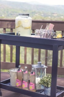 Awesome Outdoor Mini Bar Design Ideas You Must Have For Small Party13