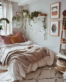 Chic And Warm Minimalist Bedroom Interior Ideas For Feel Comfort24