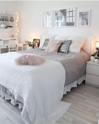Cozy Bedroom Design Ideas To Make Your Sleep More Comfortable26