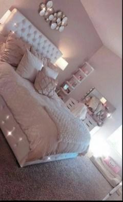Cozy Bedroom Design Ideas To Make Your Sleep More Comfortable32