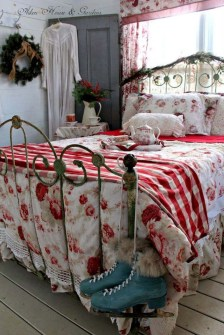 Impressive Christmas Bedding Ideas You Need To Copy07