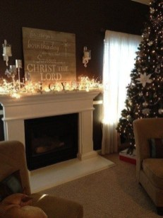 Marvelous Rustic Christmas Fireplace Mantel Decorating Ideas19