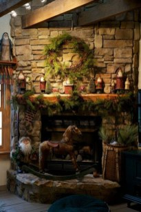 Marvelous Rustic Christmas Fireplace Mantel Decorating Ideas21