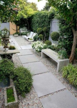 Minimalist Creative Garden Ideas To Enhance Your Small House Beautiful08