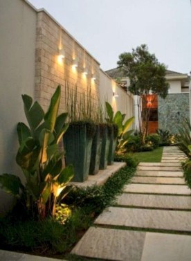 Minimalist Creative Garden Ideas To Enhance Your Small House Beautiful15