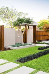 Minimalist Creative Garden Ideas To Enhance Your Small House Beautiful22