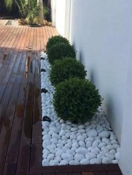 Minimalist Creative Garden Ideas To Enhance Your Small House Beautiful24