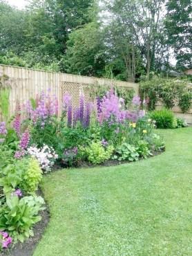 Minimalist Creative Garden Ideas To Enhance Your Small House Beautiful34
