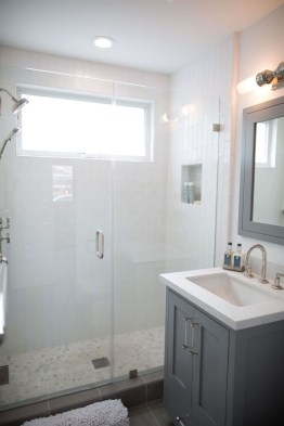 Best Gray And White Bathroom Ideas For17