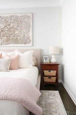 Make Your Bedroom Cozy With Neutral Bedroom Decorations07