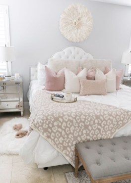 Make Your Bedroom Cozy With Neutral Bedroom Decorations09