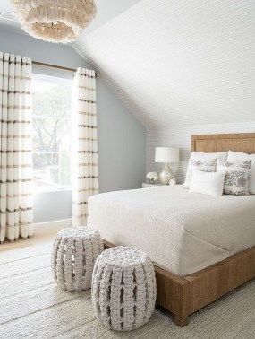 Make Your Bedroom Cozy With Neutral Bedroom Decorations17