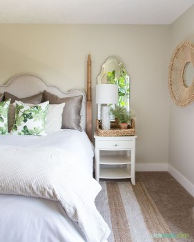 Make Your Bedroom Cozy With Neutral Bedroom Decorations18