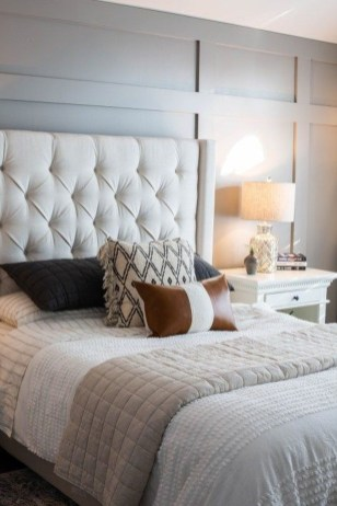 Make Your Bedroom Cozy With Neutral Bedroom Decorations30